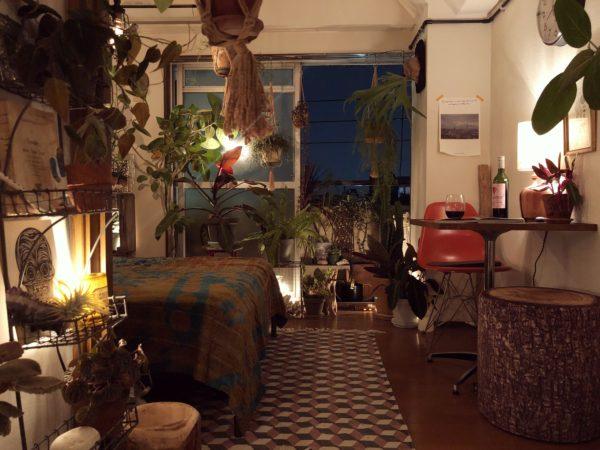ワークスペースの夜の雰囲気/稲熊家具製作所のランプ