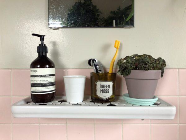 バスルームの景色に飽きたら/HAYの歯ブラシ