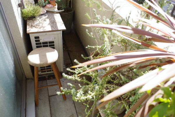 ベランダ脇を飾ろう⑩【シンプルな木のスツール】