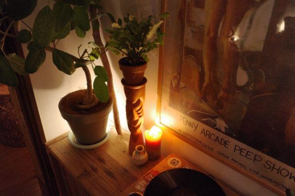 木彫り人形の夜の表情【フレボディウム・ブルースター】